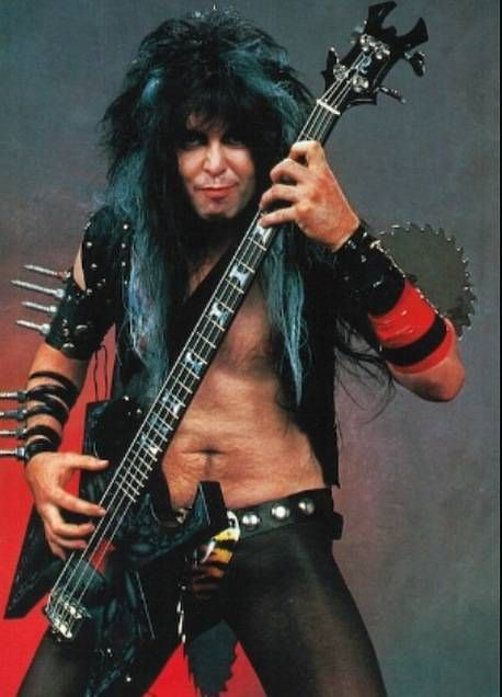 Blackie Lawless with bass<3 <3Tammi Lawless<3