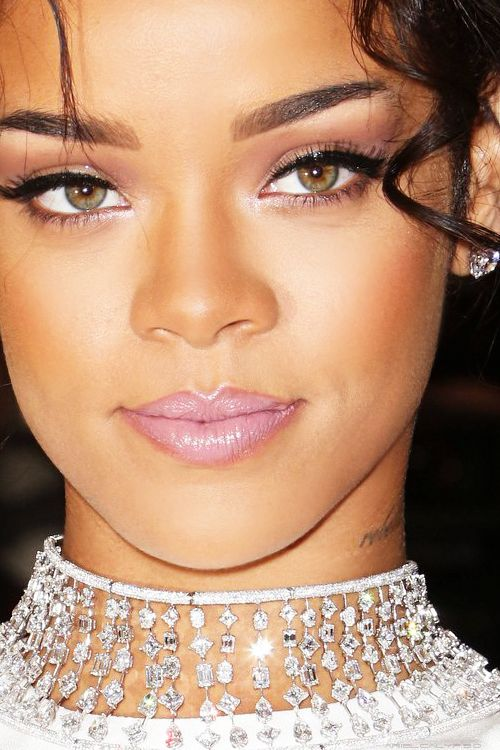 arielcalypso: Rihanna at Costume Institute Gala in New York, the red carpet. *close up*