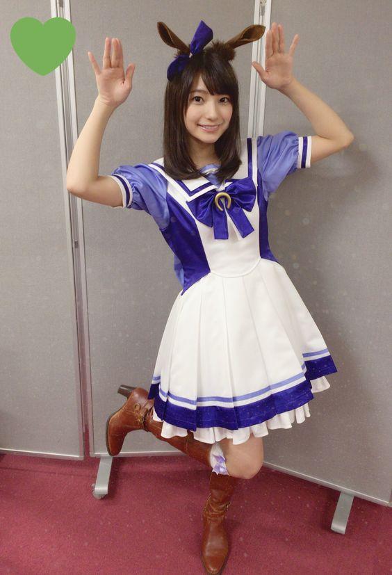 紫のお洋服の高野麻里佳さん