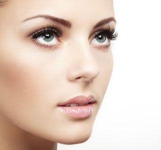 Augenbrauen on fleek und Porzellanhaut mit unseren Schminktipps für perfektes Make-up!