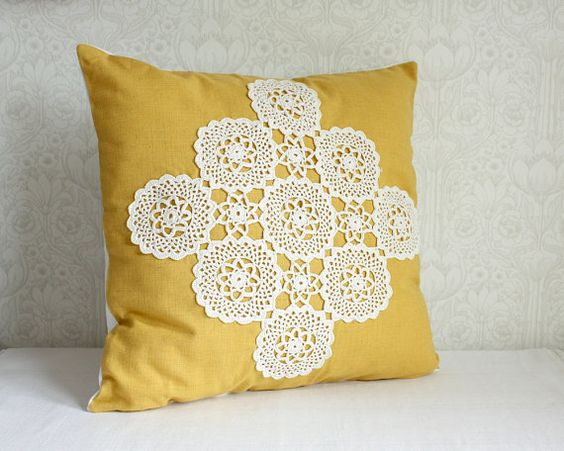 Drooling over this yellow lace pillow!