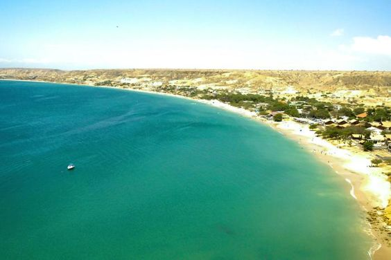 Baia Azul, Angola - Bengela é a segunda maior cidade de Angola. Conhecida como capital cultural, conta com museus importantes, como o museu da arqueologia, além de belas praias.  A cidade já foi um importante porto de escravos, que em sua maioria eram enviados ao Brasil