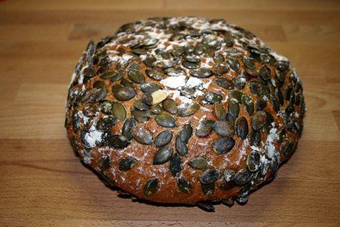 Kürbiskern-Quark-Brot nach Bäcker Süpke***** Sehr lecker! 22 Stunden vorher Sauerteig ansetzen.