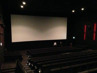 映画館で試写会