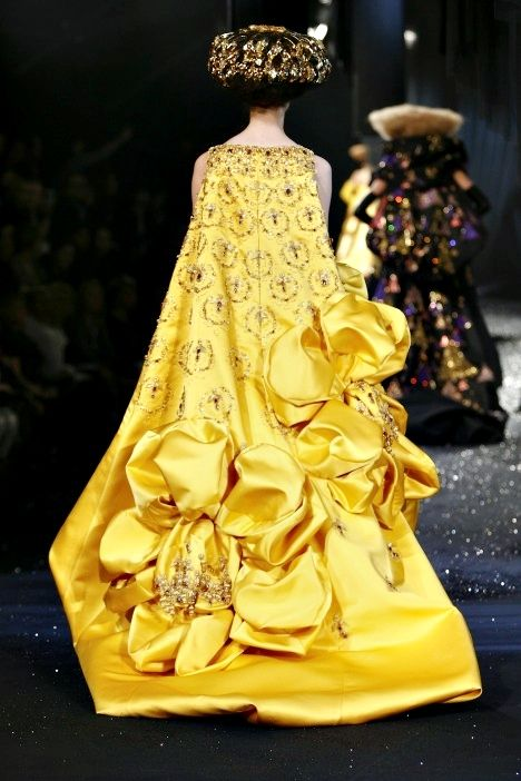 John galliano for christian dior couture fashion for Haute couture translation