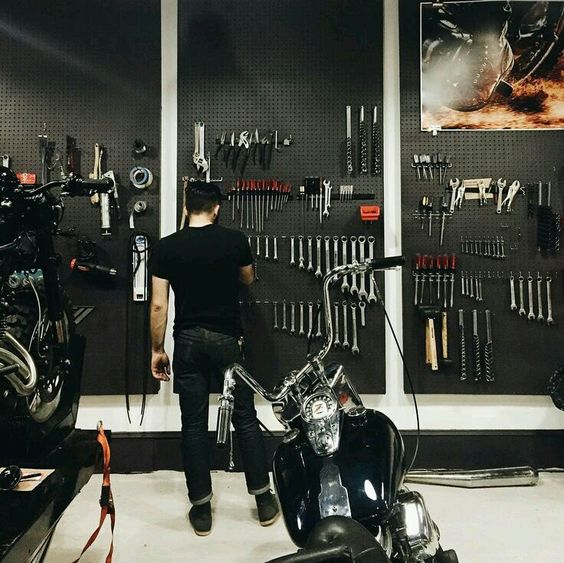 25 Best Ideas About Dream Garage On Pinterest: 1000+ Ideas About Motorcycle Shop On Pinterest