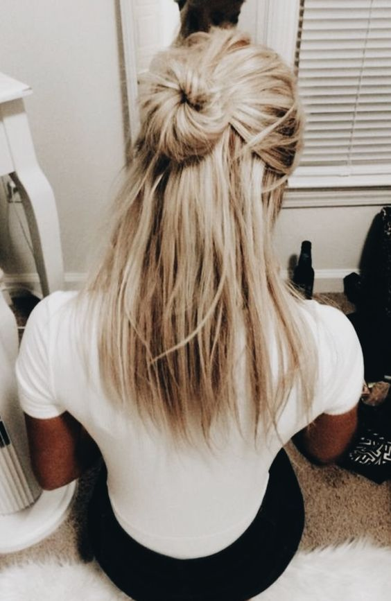 Half Up Half Down Hairstyles Are Simple And Easy To Copy And Apply Whether You Re Looking For Party Or Everyda Cool Blonde Hair Hair Styles Medium Hair Styles