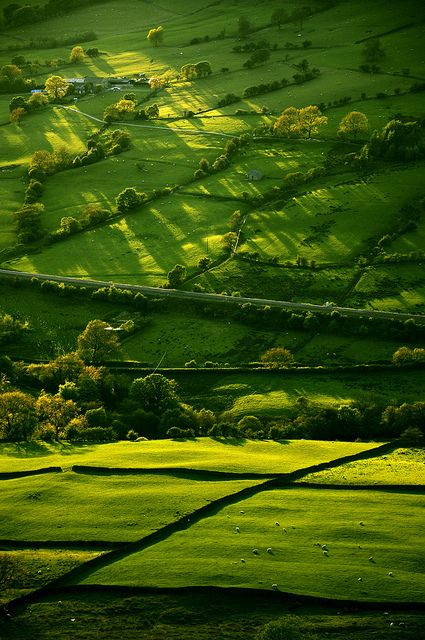 Edale valley, Derbyshire, England. Taken from near Lose Hill looking down into the Edale valley. by Keartona