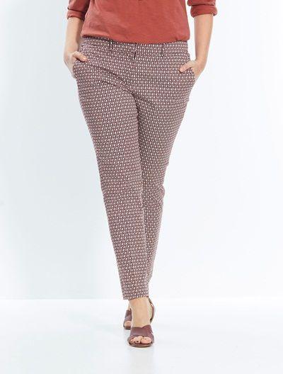 Tendance du printemps/été 2016 - Look neo latino. Pantalon fuselé. 2 largeurs (hanches standards ou larges). Coloris: imprimé terracota. Collection Balsamik.