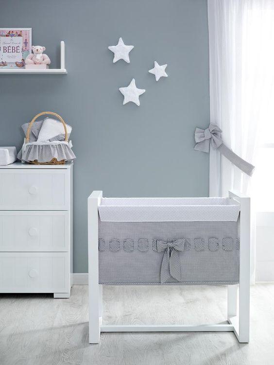 bois blanc  Peinture murale  Nœuds étoiles  idée inspiration