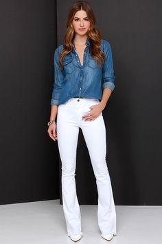 """Uma peça que entra esai estação e nunca sai de moda é a Camisa Jeans!Peça-chave no guarda-roupa por ser moderna e super curinga, combina com inúmeras peças e diversos looks! Você pode montar um look total jeans, looks com saias curtas e longas, usar com um """"nozinho"""" (fica super moderna), como sobreposição por baixo de …"""