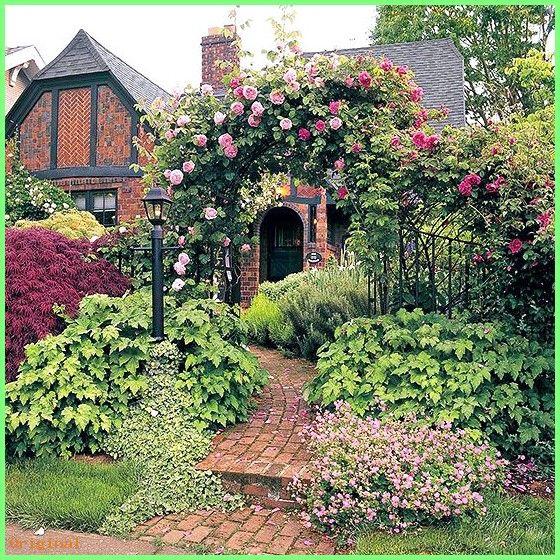 50 Garden English Cottage Garden Meets English Tudor Architecture Pure Romanticism Cot English Cottage Garden Tudor Style Homes Cottage Front Yard