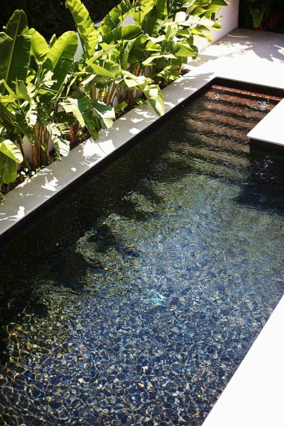 Mode de vie architecture and piscines on pinterest - Piscine dans petit jardin ...