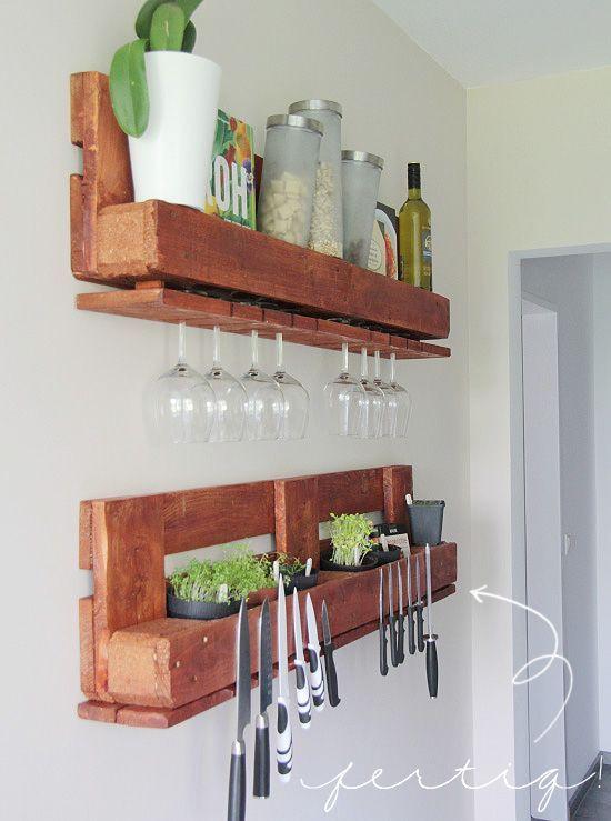 Küchenregal aus europaletten  Küchenregal aus einer EURO-Palette für hängende Weingläser und ...