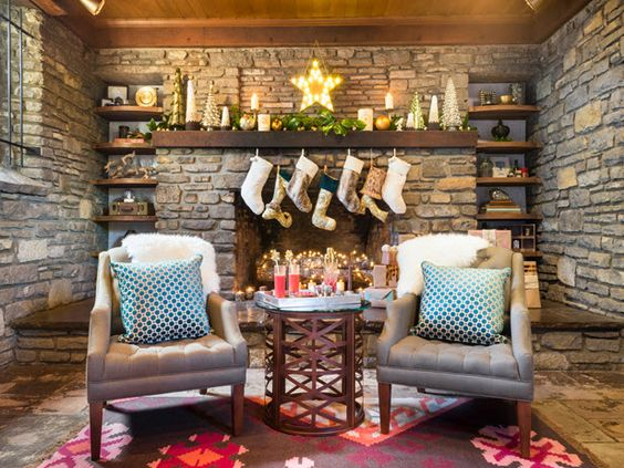 Home for the Holidays: How to Style Your Bookshelves (http://blog.hgtv.com/design/2013/11/13/home-for-the-holidays-how-to-style-your-bookshelves/?soc=pinterest)