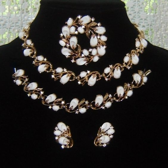 Vintage Trifari Pebble Beach White Thermoset Rhinestone Necklace Bracelet Pin Earrings Book AD Set