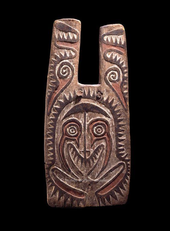 Bouclier d'archer, Mélanésie, golfe de Papouasie. / Arts de Nouvelle-Guinée. / Musée Barbier-Mueller, Genève.