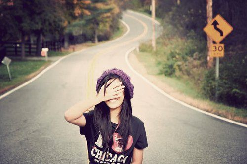 """""""Quer a receita para voltar a ser feliz? Escolha ser feliz! Parece clichê, parece bobo, mas é a maior verdade do mundo. Puxar o freio de mão, respirar fundo e gritar para o seu eu que a sua escolha é essa: ser feliz. A batalha contra os maus pensamentos é árdua e diária, porém o fortalecimento a cada instante que você libera a negatividade é exponencial."""""""