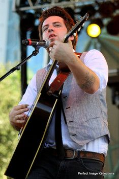 examiner.com pics Image slideshow of Lee DeWyze performing his mid afternoon set on Saturday's roster for the inaugural Lauderdale Live 2013.
