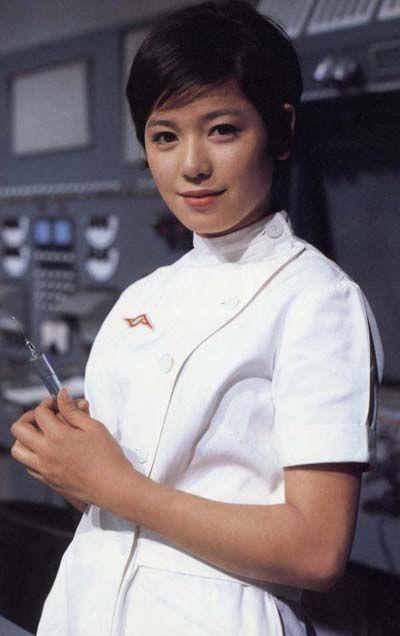 ナースの格好をして注射器を持っているひし美ゆり子の画像