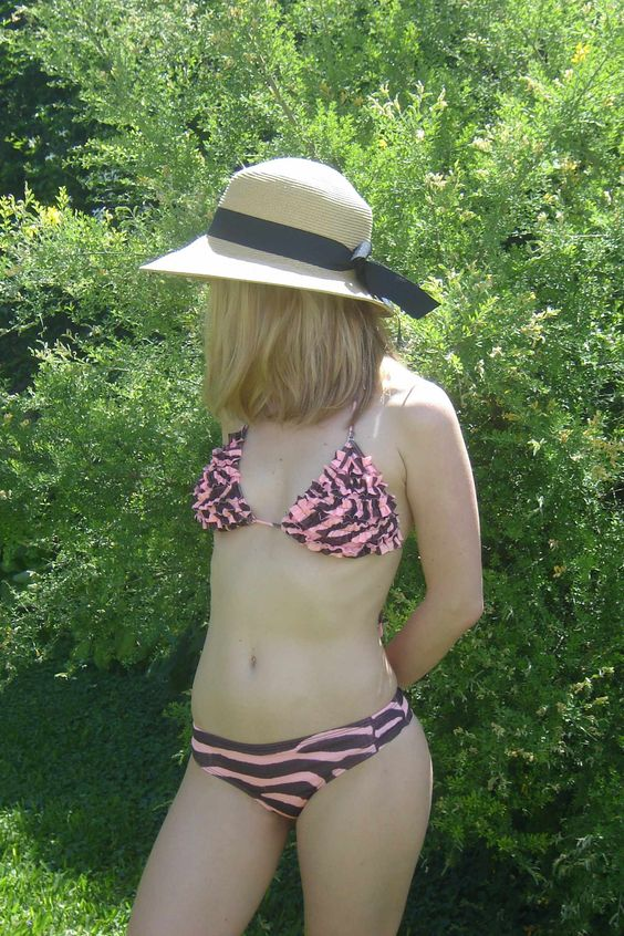 Bikini Cebrita  Corpiño volados + culotteless