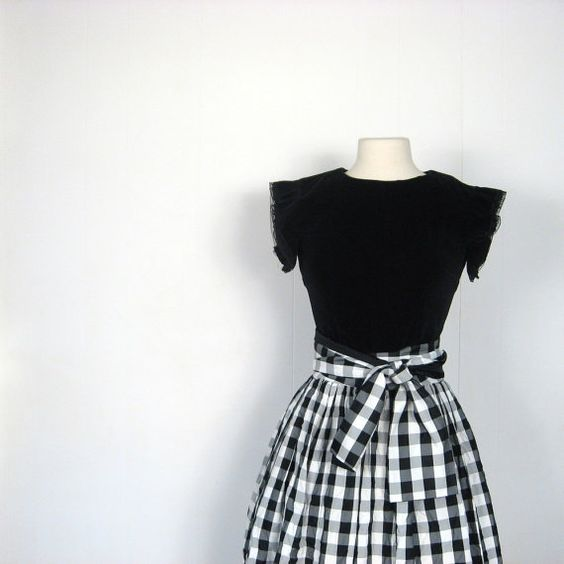 Vintage gingham taffeta....can we say Pinup!!! So awesome