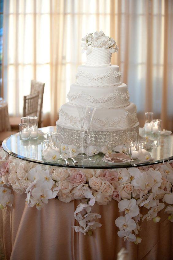 Mesas Elegantes Para El Pastel De Xv Anos Wedding Cake Table Decorations Wedding Cake Table Cake Table Decorations
