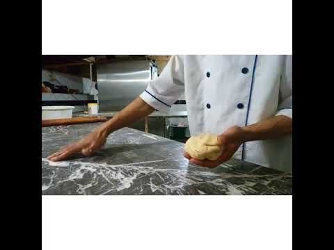 بيتزا مغربية غير بكاس عنبة ونصف دقيق وتعطيك 10 حبات ل 10 اشخاص Youtube Food And Drink Chef Jackets