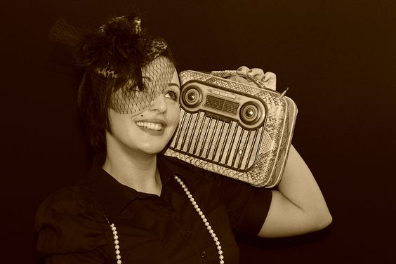 Pinup Girl / Listen to my radio