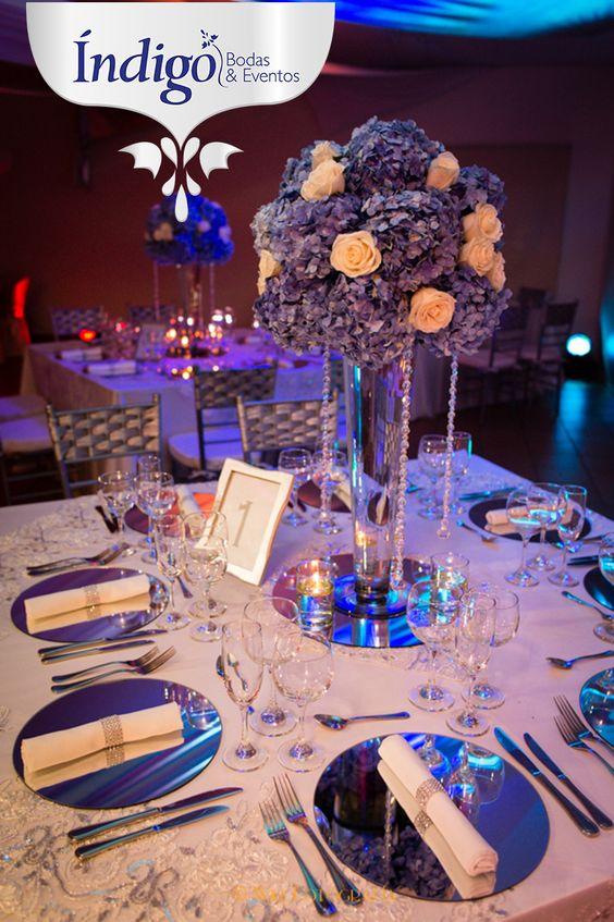 Centro de mesa alto con hortensias azules y rosas vendela - Cristales para mesa ...