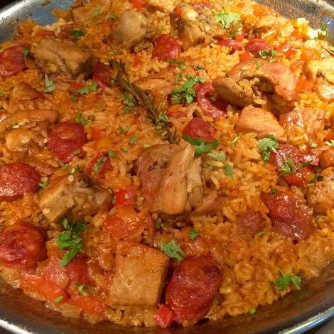 Paella de Pollo, Cerdo y Chorizo