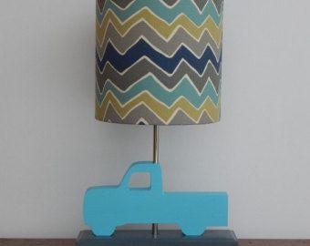 Cortina de lámpara de Chevron de azul/blanco por PerrelleDesigns