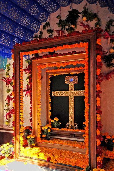 Beautifully framed crucifix, Querétaro, Mex.