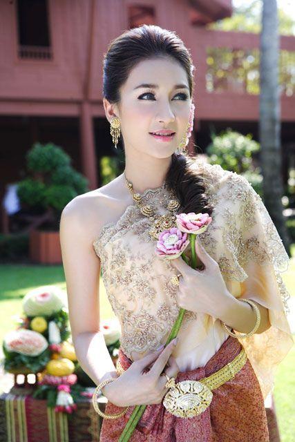 thai women and thai traditional dress noey chotika