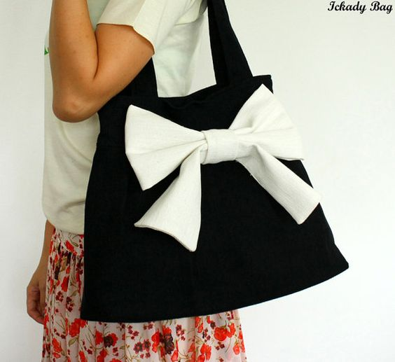 Black purse, white bow, simple and lovely!