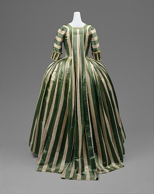 Robe à la Française    1778-1785    The Metropolitan Museum of Art