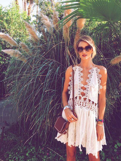Rosie huntington-Whiteley en robe Chloé Coachella 2015 http://www.vogue.fr/mode/inspirations/diaporama/les-meilleurs-looks-du-festival-de-coachella-2015/20043/carrousel#rosie-huntington-whiteley-en-robe-chlo-coachella-2015