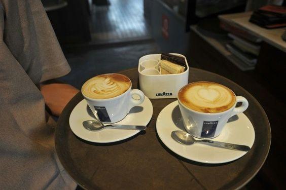 """Boire des boissons très chaudes provoque """"probablement"""" le cancer de l'oesophage, a déclaré mercredi l'agence cancer de l'OMS, qui a en revanche levé les soupçons sur le café et le maté consommés à des températures normales."""