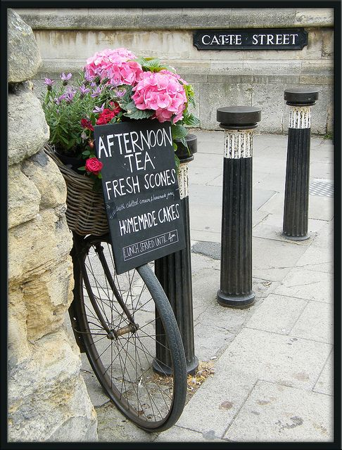 Thought this was a cute idea .. They could use it with the bicycle at the tea room:)