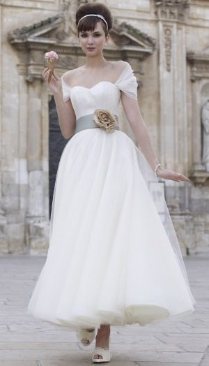 I am actually completely and totally in love. Disregard any other dresses, if I was getting married tomorrow, this is the dress I would want. SO PERFECTLY LOVELY. I adore the length, the material, the neckline, the shrug, the colour of the belt, the flower. EVERYTHING. Stephanie Allin 'Bardot'