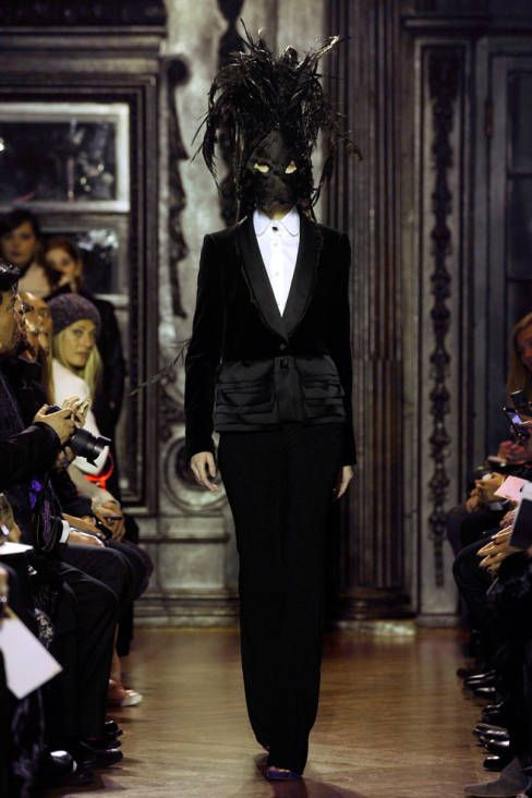 I'm not a fan of the scary masks, but I do love the darkness and the high collars of this whole collection. Giles Fall 2012 Runway