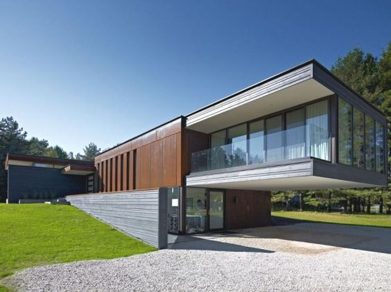 Contemporary Clearview Residence, Canada