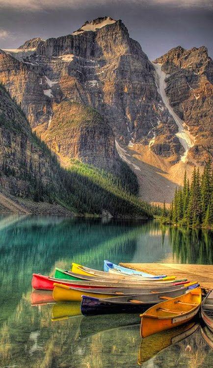 """Moraine Lake, Banff National Park, Alberta, Canadá """"Quando se fala no Canadá,a primeira coisa que me vem na mente sao aquelas folhas amareladas caindo das arvores, aquela que vai na bandeira do Canadá"""":"""