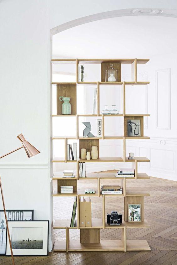 Bibliothèque modulable design en bois.
