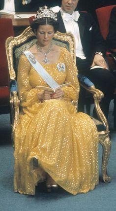 1976- Queen Silvia - Nine prong tiara diamond necklace with a diamond cross pendant and a oval diamond brooch.