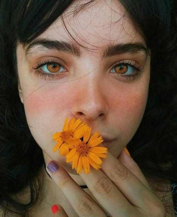 有时候手触脸蛋时发现有微微刺感和凸起的闭口粉刺真令人懊恼。这里养出白嫩肌肤的秘密。