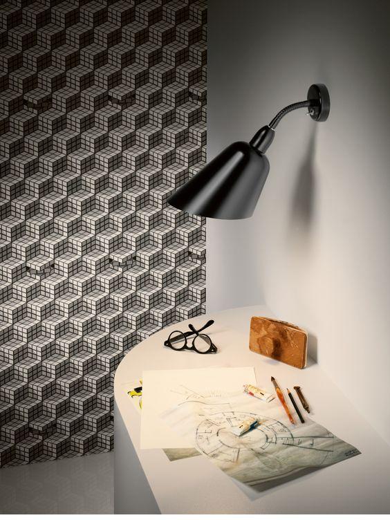 Bellevue ist die Leuchte des frühen Funktionalismus. Arne Jacobsen schuf 1929 die Stehleuchte Bellevue, sie sollte den Entwurf des Hauses der Zukunft erhellen. Dies war ein Durchbruch in der Moderne. Die Leuchte Bellevue kombiniert runde und gerade sowie scharfe Linien miteinander und traf genau die Stimmung der Zeit. Diese Leuchte entstand bevor Arne Jacobsen weltbekannt und berühmt wurde, seine Ideen …