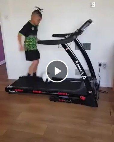 O menino bonzão em futebol
