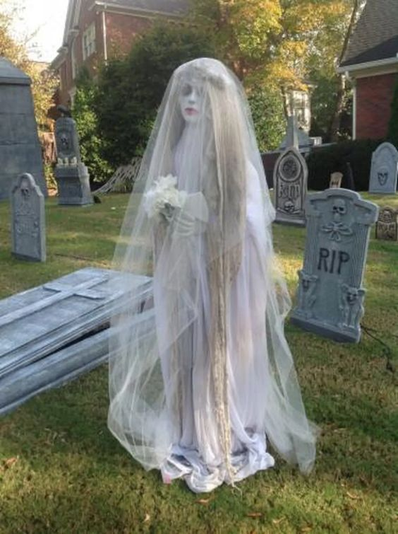 30++ Homemade scary halloween decorations adults ideas in 2021