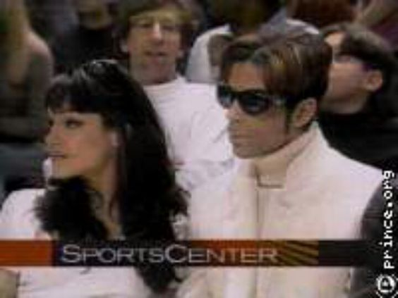 Prince and Mayte take in a Bulls game